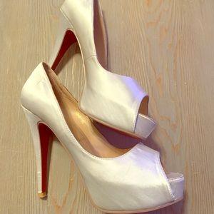 White satin Louboutin peep toe pumps 38